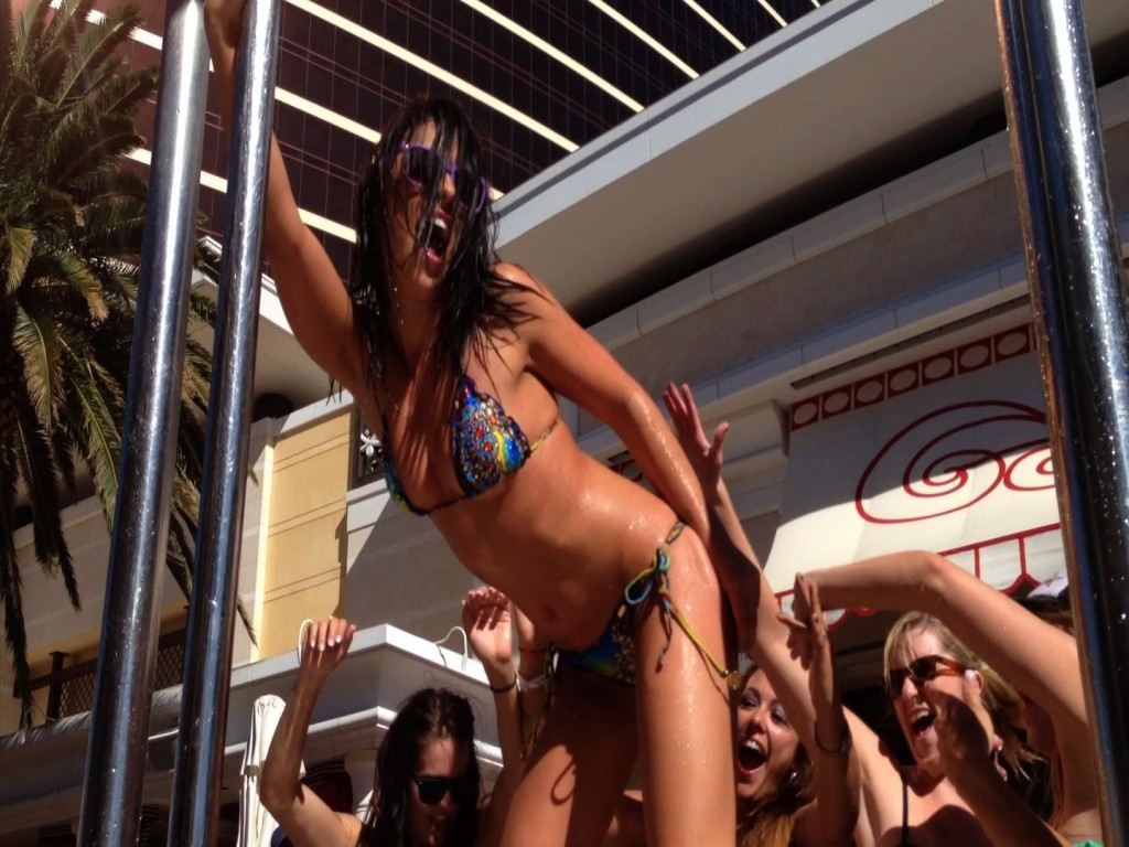 Adriana Chechik dances for her female fans at the Encore Beach Club